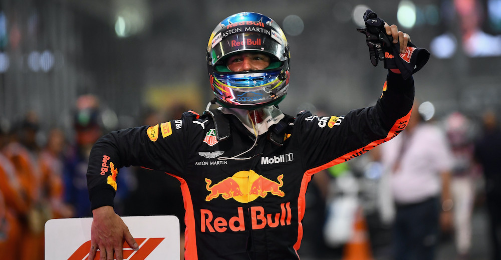 ABU DHABI, UNITED ARAB EMIRATES - NOVEMBER 25:  Daniel Ricciardo of Australia and Red Bull Racing waves to the crowd from parc ferme during the Abu Dhabi Formula One Grand Prix at Yas Marina Circuit on November 25, 2018 in Abu Dhabi, United Arab Emirates.  (Photo by Clive Mason/Getty Images) // Getty Images / Red Bull Content Pool  // SI201811250420 // Usage for editorial use only //