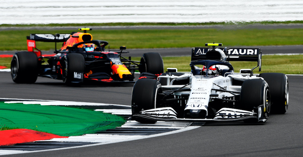 NORTHAMPTON, ENGLAND - AUGUST 02: Pierre Gasly of France driving the (10) Scuderia AlphaTauri AT01 Honda leads Alexander Albon of Thailand driving the (23) Aston Martin Red Bull Racing RB16 on track during the F1 Grand Prix of Great Britain at Silverstone on August 02, 2020 in Northampton, England. (Photo by Rudy Carezzevoli/Getty Images) // Getty Images / Red Bull Content Pool  // SI202008020082 // Usage for editorial use only //