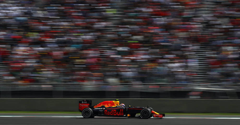 MEXICO CITY, MEXICO - OCTOBER 30:  Max Verstappen of the Netherlands driving the (33) Red Bull Racing Red Bull-TAG Heuer RB12 TAG Heuer on track during the Formula One Grand Prix of Mexico at Autodromo Hermanos Rodriguez on October 30, 2016 in Mexico City, Mexico.  (Photo by Clive Mason/Getty Images) // Getty Images / Red Bull Content Pool  // SI201610310005 // Usage for editorial use only //