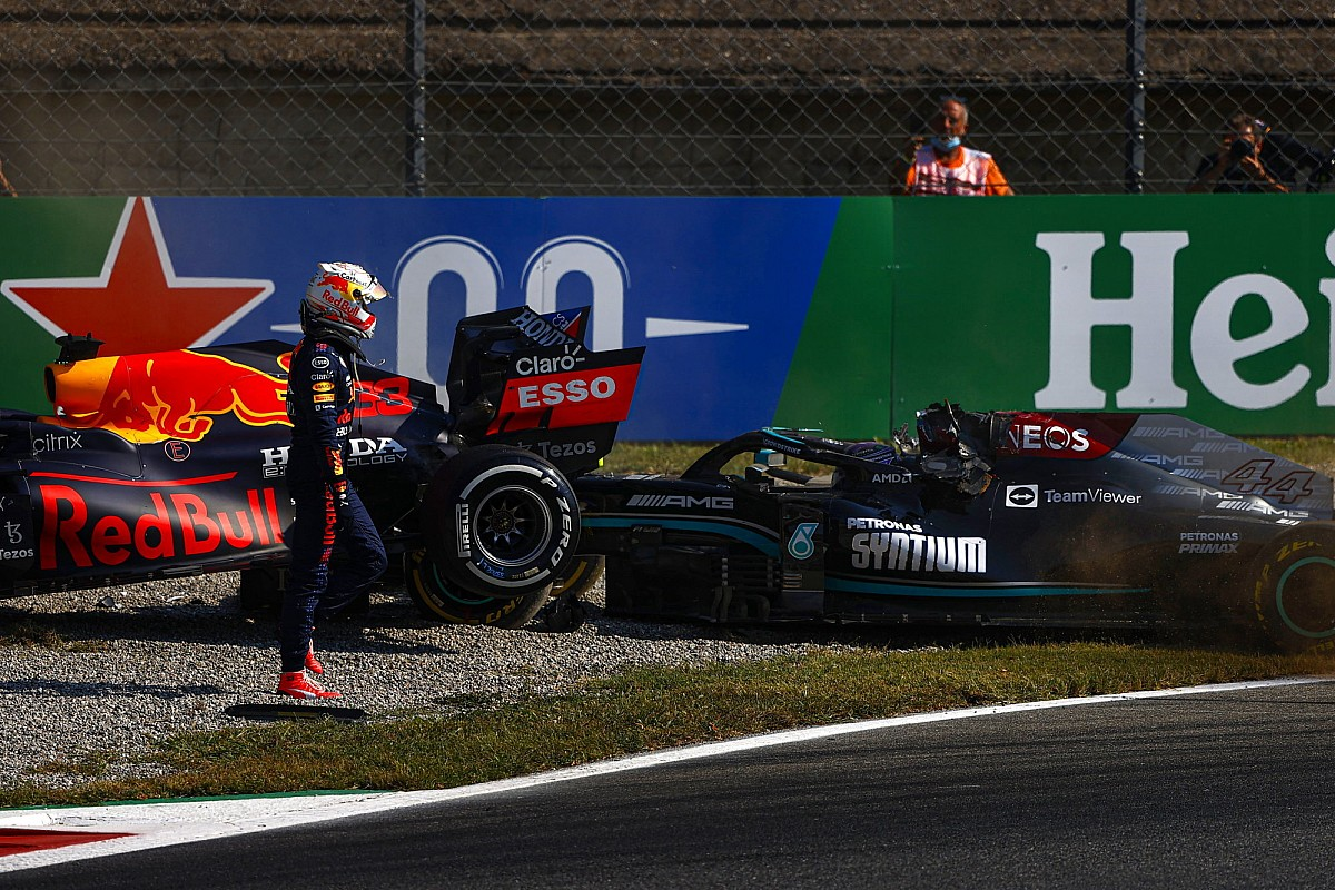 Read more about the article Verstappen gets penalty for F1 Italian GP incident with Hamilton