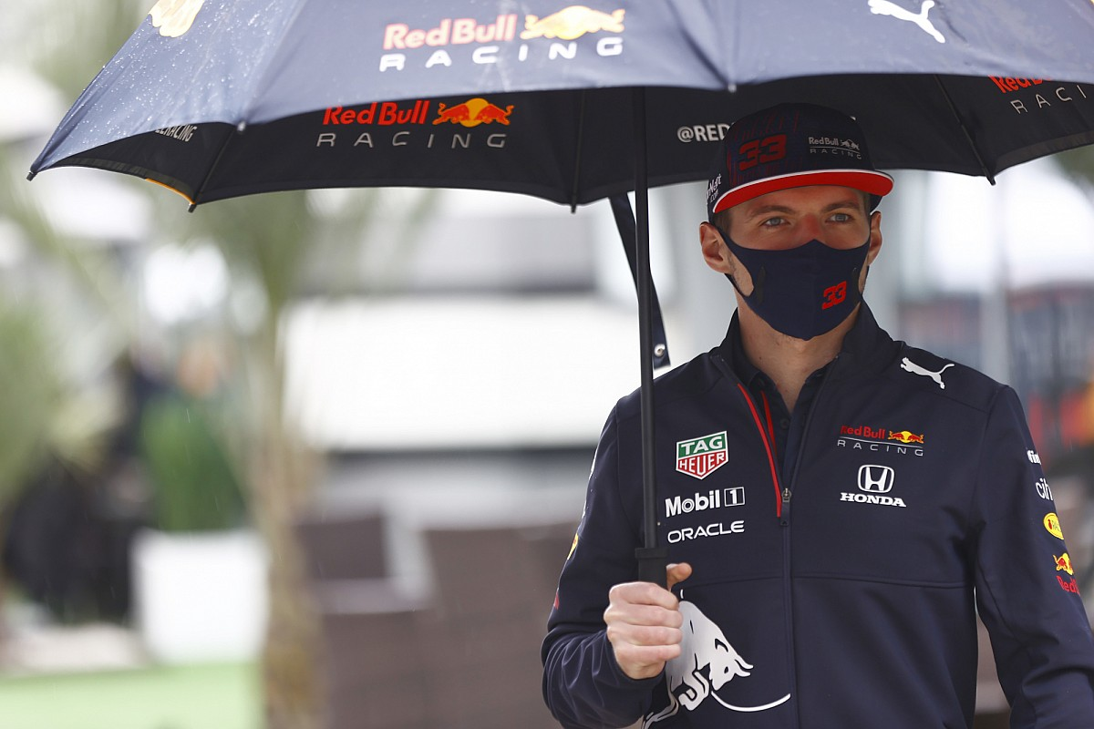 """Read more about the article Hamilton's pressure claim """"shows he doesn't know me"""" – Verstappen"""