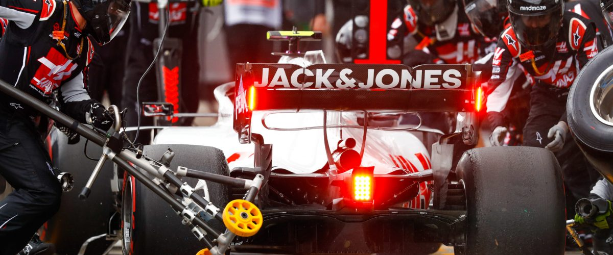 NüRBURGRING, GERMANY - OCTOBER 11: Kevin Magnussen, Haas VF-20, makes a pit stop during the Eifel GP at Nürburgring on Sunday October 11, 2020, Germany. (Photo by Glenn Dunbar / LAT Images)